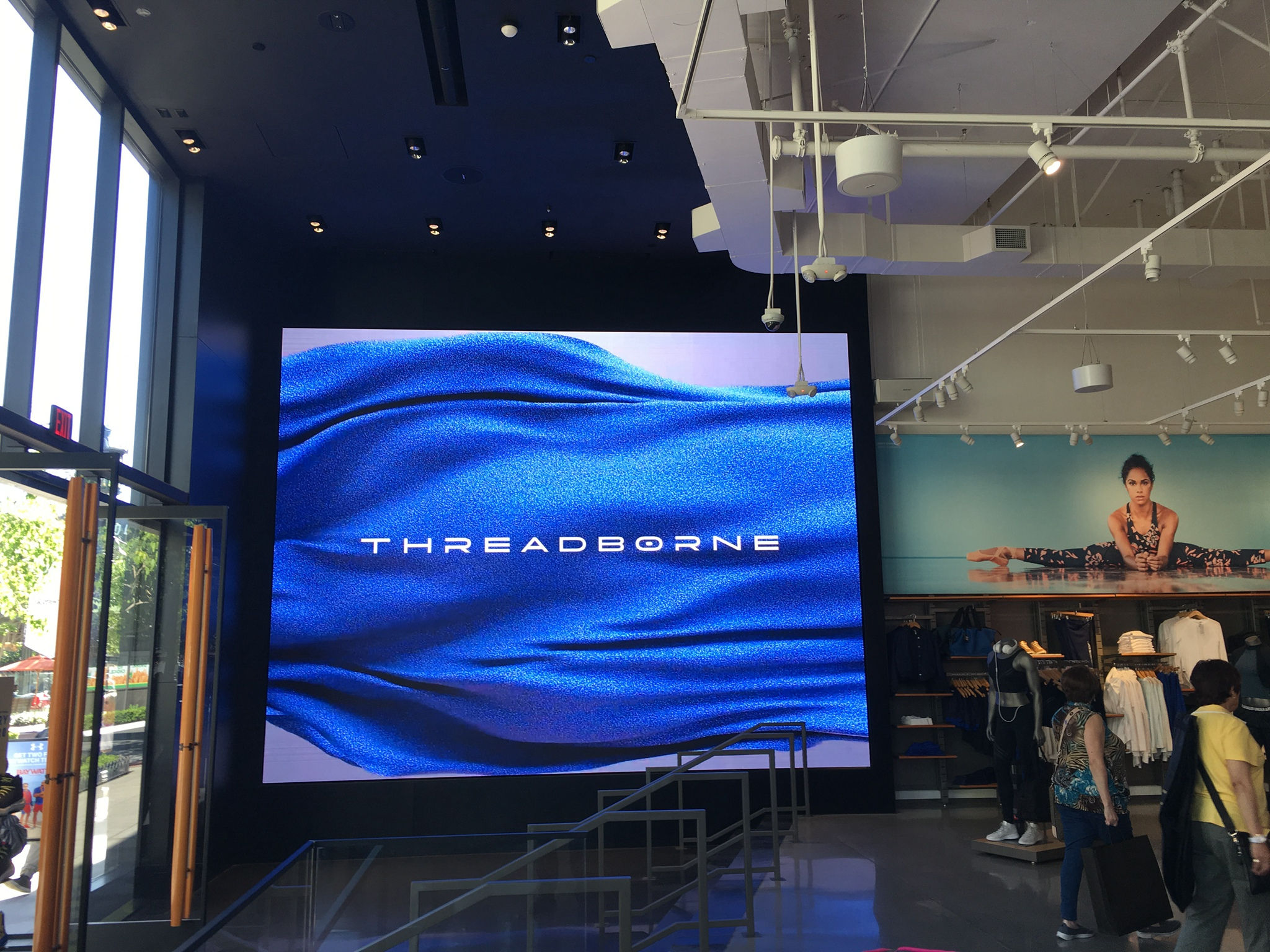P2.5 Indoor LED Video Wall For Sportswear Shops